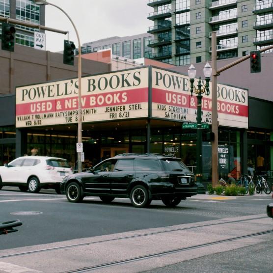powell's books portland oregon