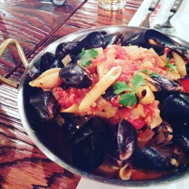 Mussels from Giani's Napoli Pizzeria in Garosugil