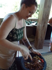 Paon Cooking Class Ubud Making Peanut Sauce 4