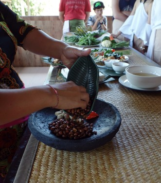 Paon Cooking Class Ubud Making Peanut Sauce