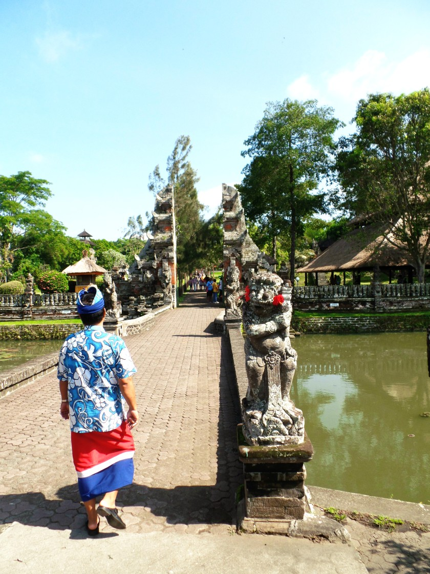 Taman Ayun Temple Entrace and Guide