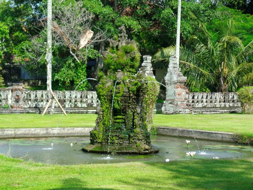 Taman Ayun Temple Fountain